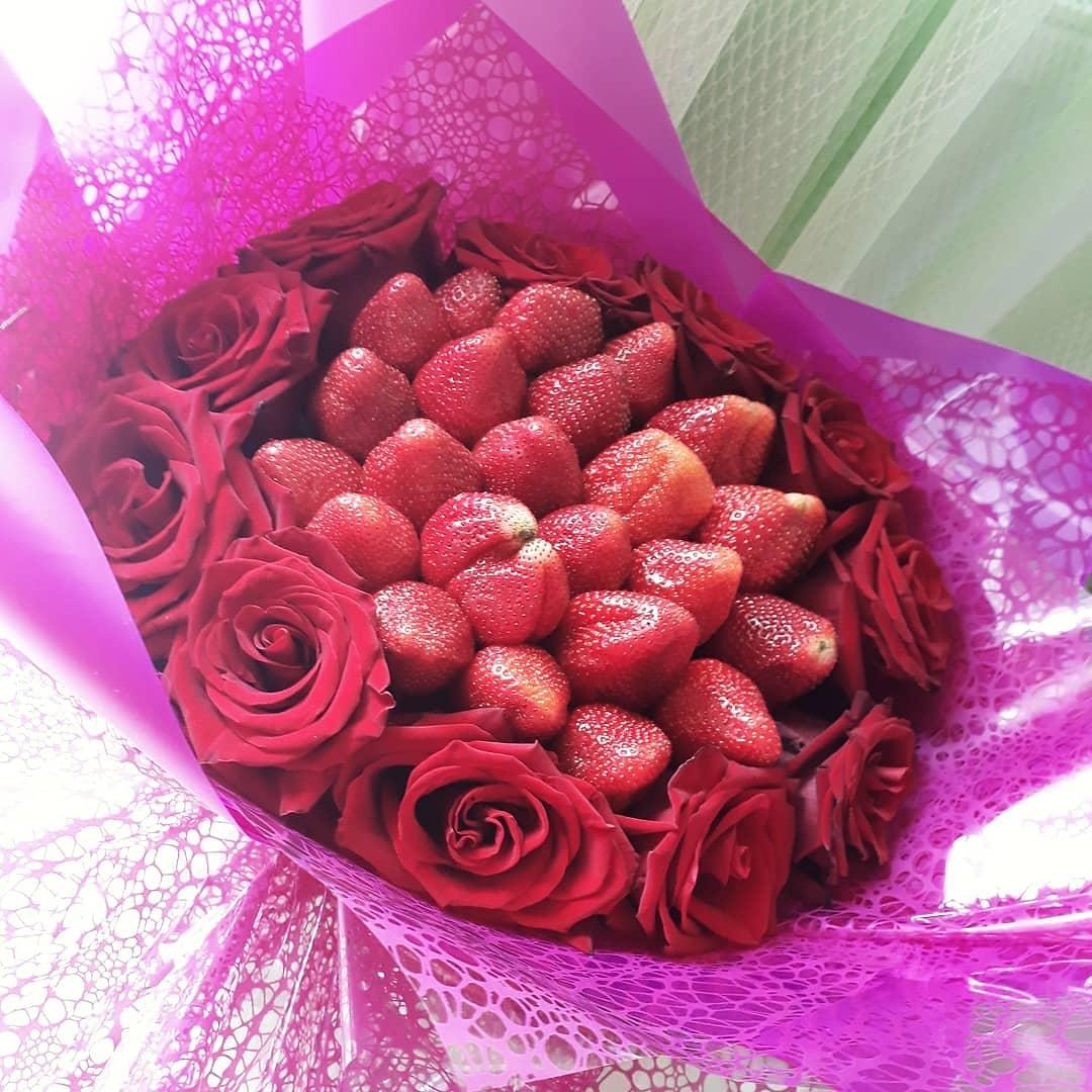 Заказать букет из Клубники с розами с доставкой по Екатеринбургу на https://www.ekbbuket.ru/