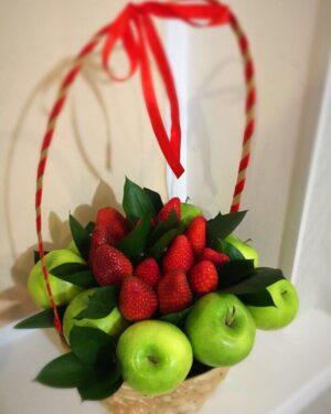 Фруктово-ягодная корзинка на 8 марта - заказать с доставкой по Екатеринбургу