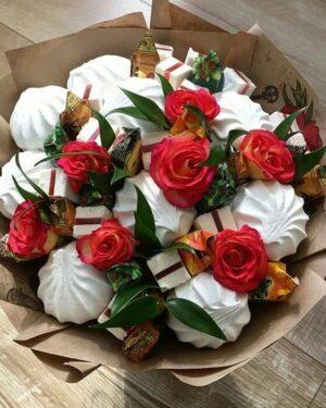Зефир и розы в букете заказать с доставкой по Екатеринбургу -