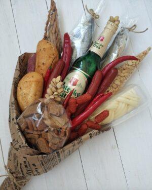 Мужской подарок, вкусный мужской букет, съедобный букет с пивом рыбкой, колбаской, фисташки, сыром, чечил, зазать съедобный букет в Екатеринбурге
