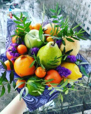 Весенний букет из фруктов
