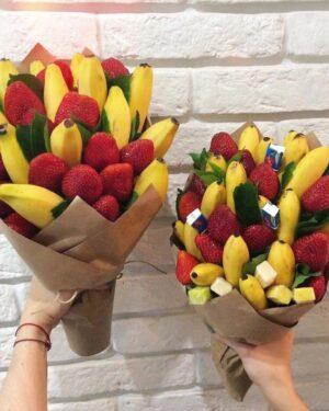 Букет из банана и клубники заказать с доставкой по Екатеринбургу