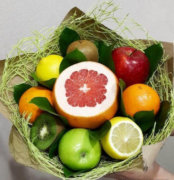 Яркий съедобный букет из фруктов