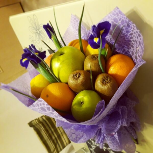 Заказать фруктовый букет в Екатеринбурге на вцыписку, юбилей, торжество, рождение. Красивыйфруктовый букет порадует своей красотой и вкуснотой