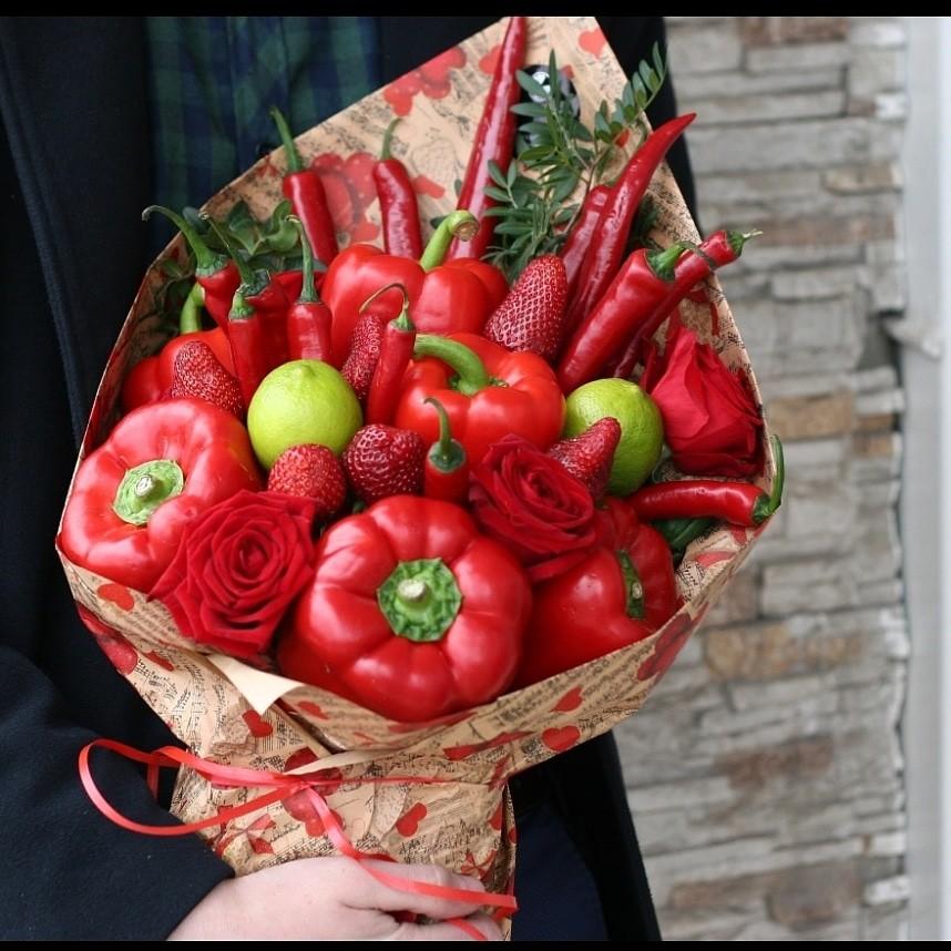 Мужской букет с перцем, заказать фруктовый букет, с клубникой, алкоголем, сладостями, сухофруктами, с доставкой по Екатеринбургу