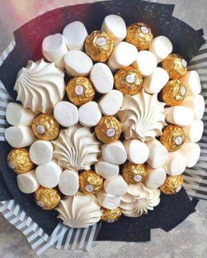 Заказать Сладкие букеты в Екатеринбурге с доставкой Букет из киндеров Букет из рафаэлло Букет из конфет Букет из зефира и маршмеллоу Свадебные букеты из сладостей