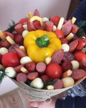 Шикарный мужской букет с перцем, фруктовый, с алкоголем, сладостями, сухофруктами с доставкой по Екатеринбургу, заказть сейчас