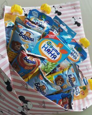 Заказать букет для малышей с доставкой по Екатеринбургу. Букет из сладостей, шоколадок, конфет, киндеров для самых маленьких. На один годик v