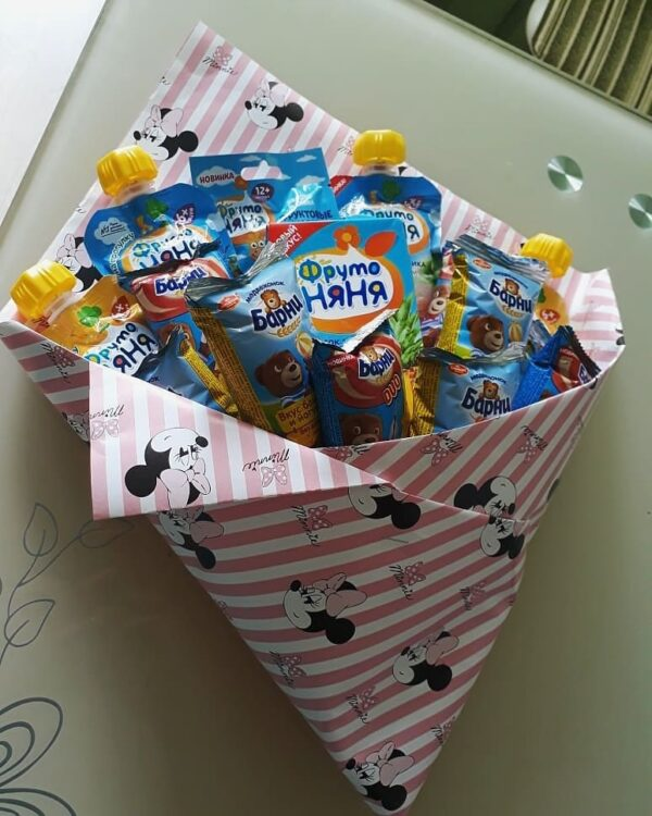 Заказать букет для малышей с доставкой по Екатеринбургу. Букет из сладостей, шоколадок, конфет, киндеров для самых маленьких. На один годик