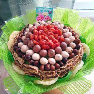 Сухофруктовый букет с орехами