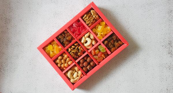Подарок на день учителя в минибоксе с орехами и сухофруктами